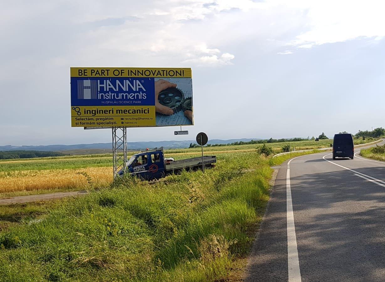 Panou publicitar tip unisign amplasat pe drum național de dimensiuni mari