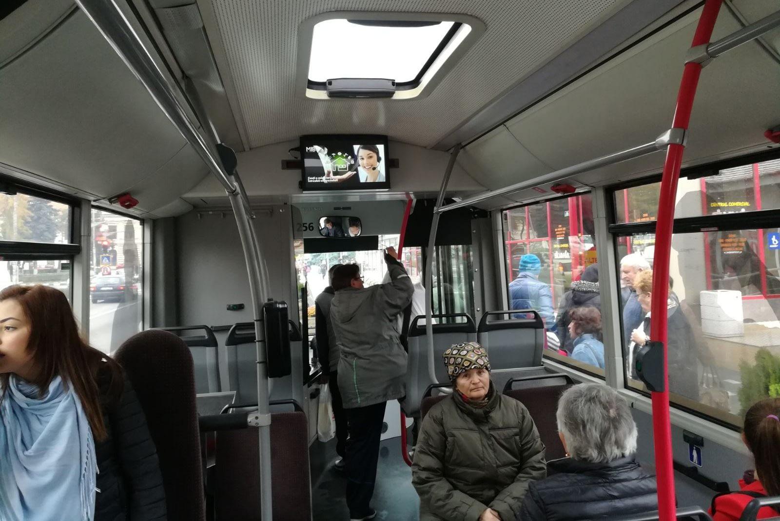 Ecranele LCD din interiorul autobuzelor